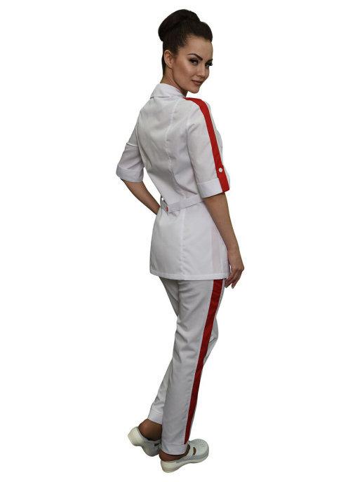 Женский костюм белого цвета с красной отделкой