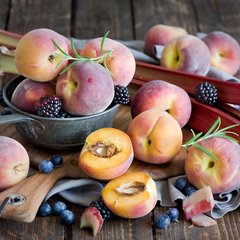 Персик свежий (Киргизия) / 1 кг