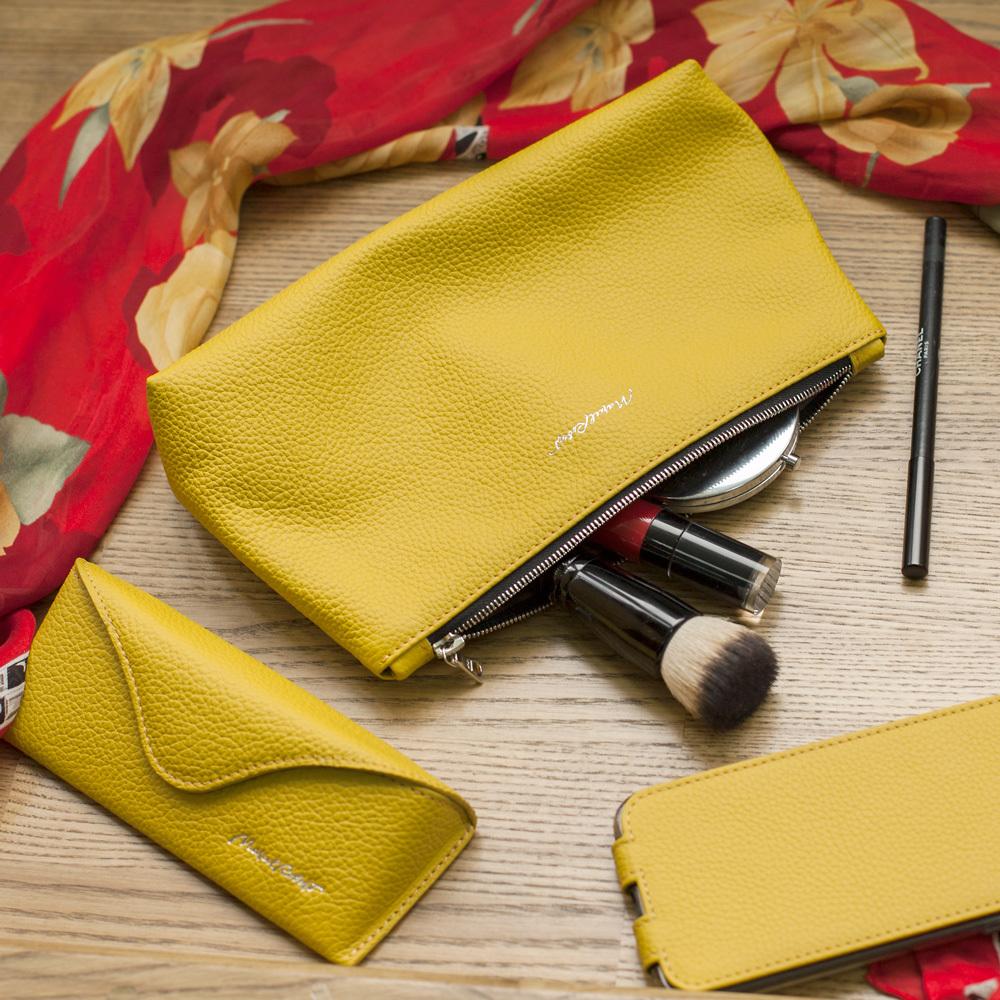 Женская косметичка Etoile Easy из натуральной кожи теленка, желтого цвета