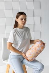 Подушка декоративная валик Gekoko «Вязаный оранжевый» 1