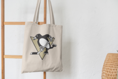 Сумка-шоппер с принтом НХЛ Питтсбург Пингвинз (NHL Pittsburgh Penguins) бежевая 007