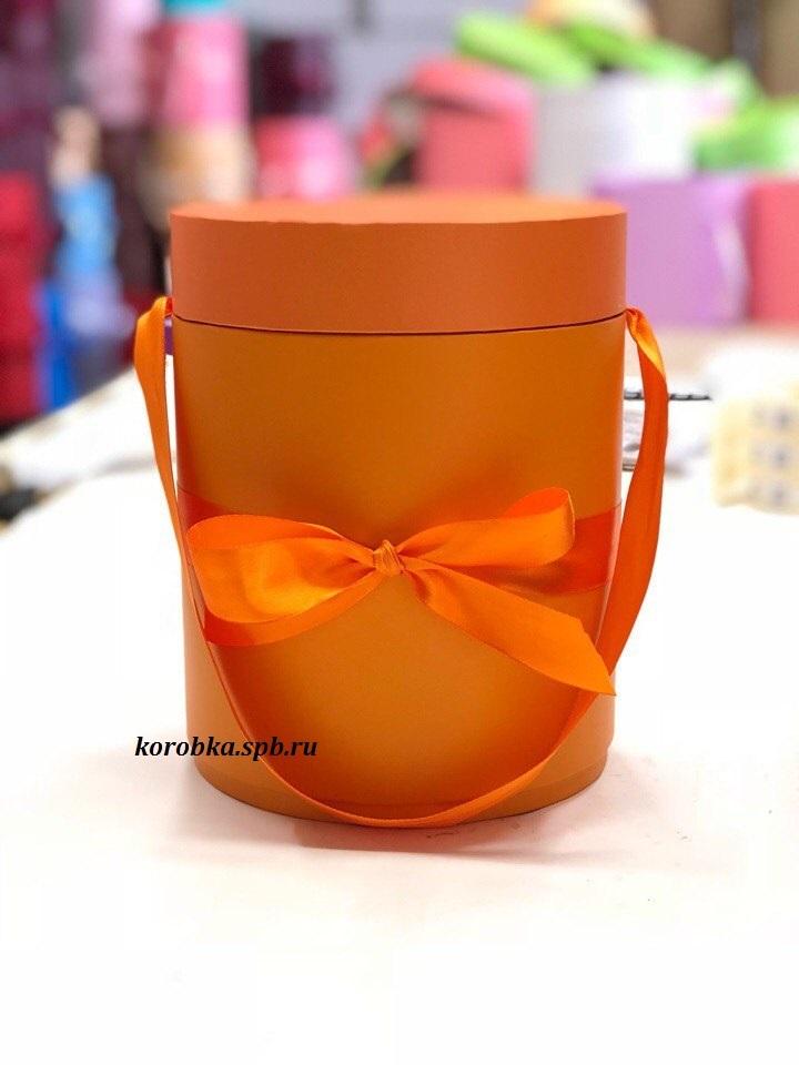 Шляпная коробка D 20 см Цвет: оранжевый . Розница 450 рублей .