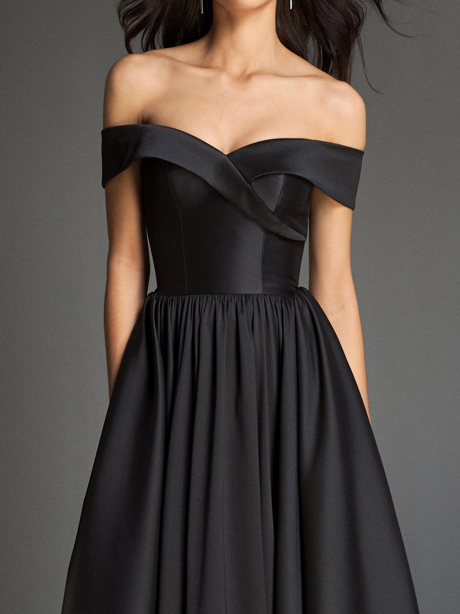 Вечернее платье классическое черное с открытыми плечами