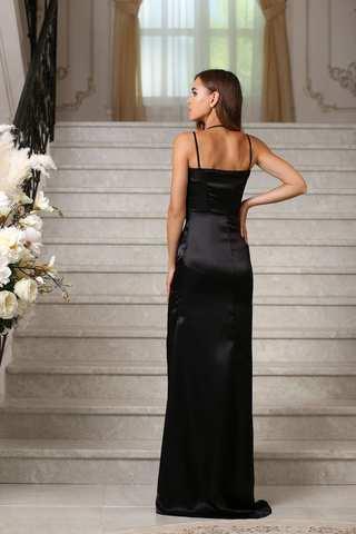 Вечернее атласное платье с бретелями и разрезом, черное 1
