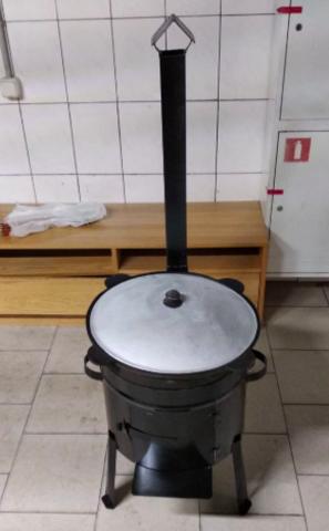 Печь 30 л с трубой и дверцей