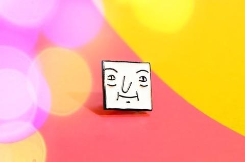 Значок Кубик белый (ШКЯ)