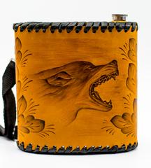 Фляга «Волк», чехол натуральная кожа с художественным выжиганием, 1 л, фото 1