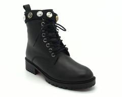 Черные кожаные зимние ботинки с декоративными украшениями вокруг щиколодки