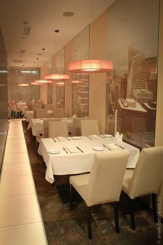 Диваны, стулья и столы для ресторана