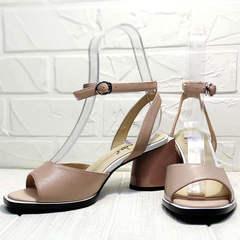 Модные босоножки женские на каблуке 7 см Brocoli B18900N-5454 Beige.