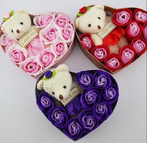Набор в форме сердца из роз + мишка