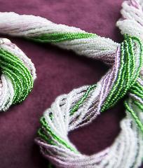 Бисерное ожерелье из 24 нитей розово-зеленое