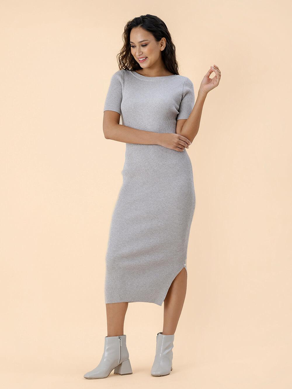 Женское платье песочного цвета из вискозы - фото 1