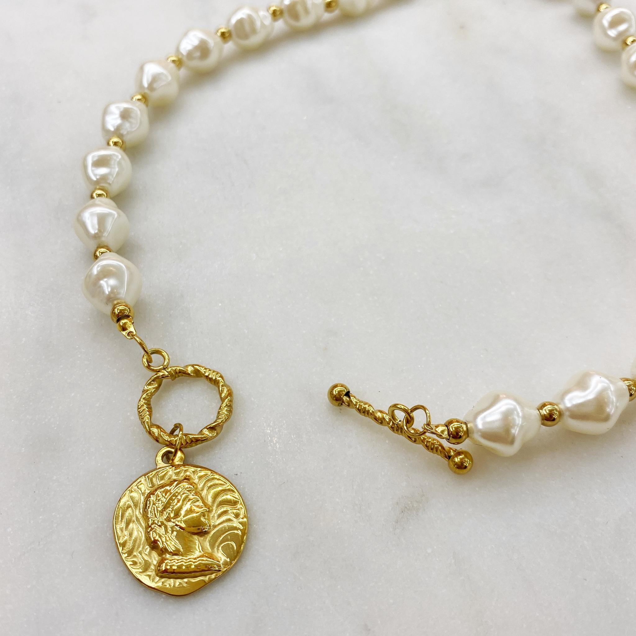 Колье из жемчужин и подвески-монеты (золотистый)