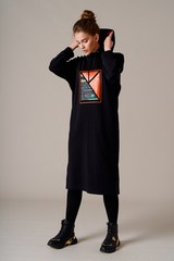 Трикотажное платье-худи