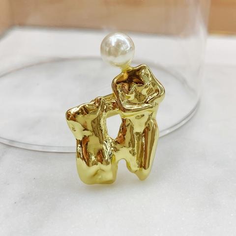Брошь Скульптура золотой
