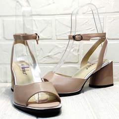 Женская летняя обувь. Бежевые босоножки на толстом каблуке 7 см Brocoli B18900N-5454 Beige.