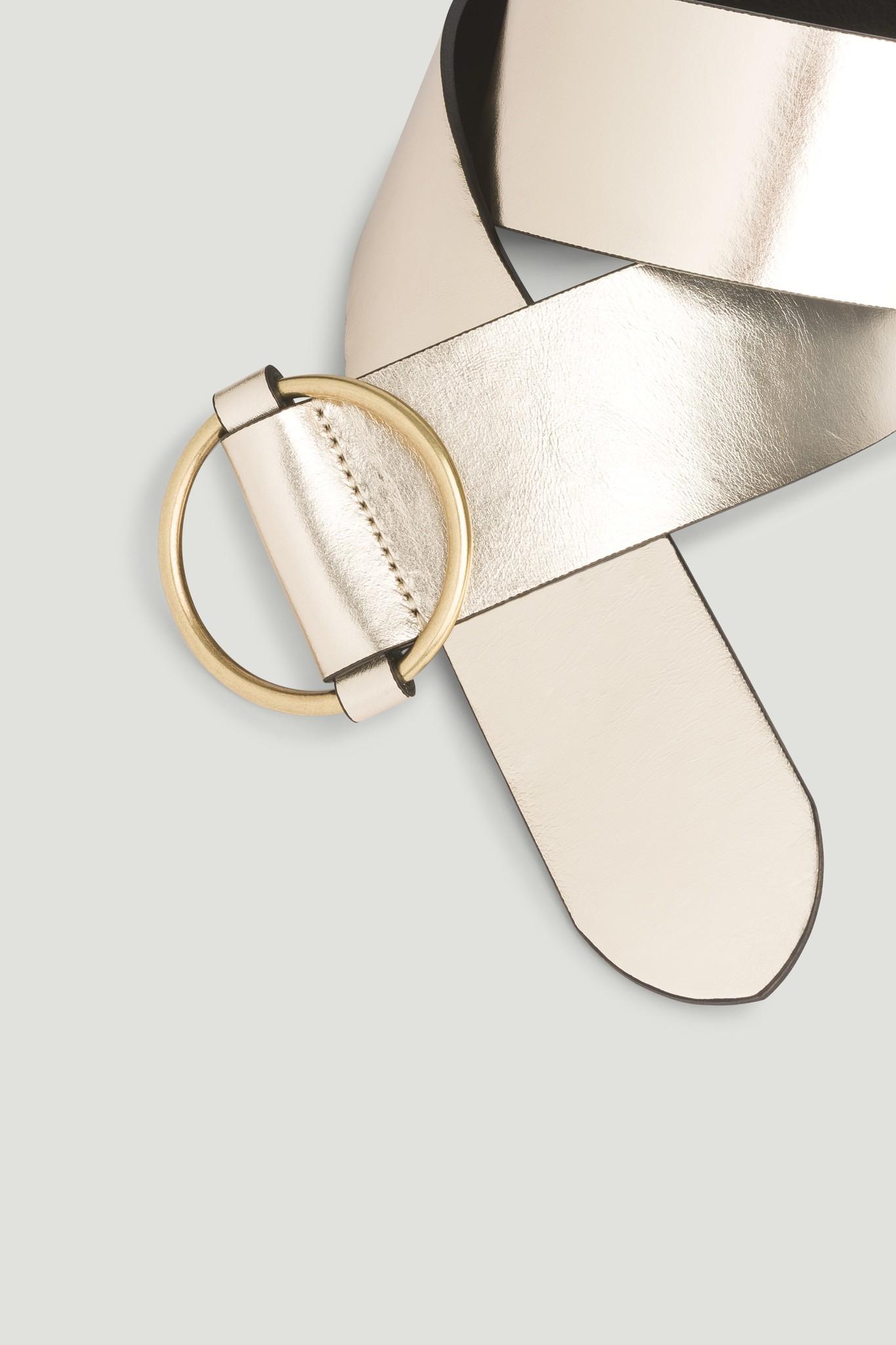 Широкий кожаный ремень с золотой пряжкой