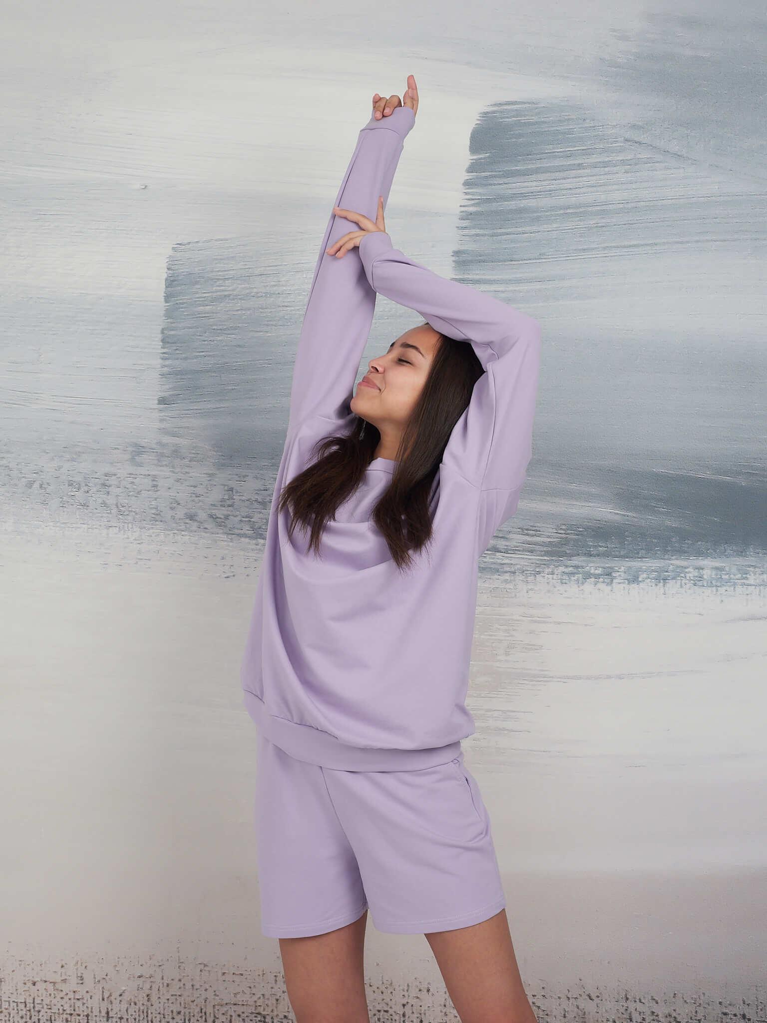 Свитшот с длинным рукавом и шорты
