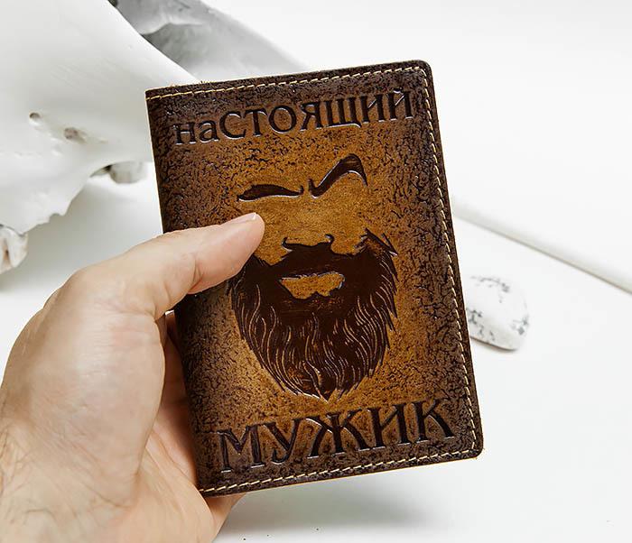 BY140211 Прикольная обложка на паспорт из кожи «Настоящий Мужик» фото 04