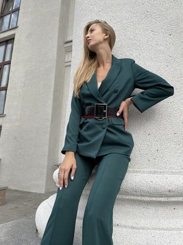 Пиджак двубортный прямого кроя, слегка приталенный, контрастная подкладка