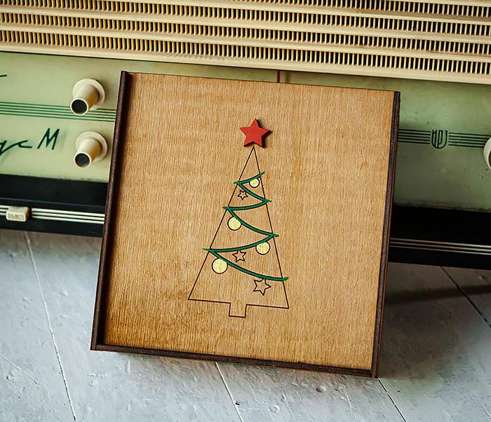BOX247-2 Подарочная новогодняя коробка со звездой и елкой (17*17*7 см)