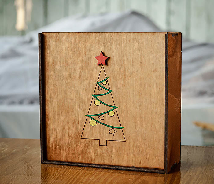 BOX247-2 Подарочная новогодняя коробка со звездой и елкой (17*17*7 см) фото 02