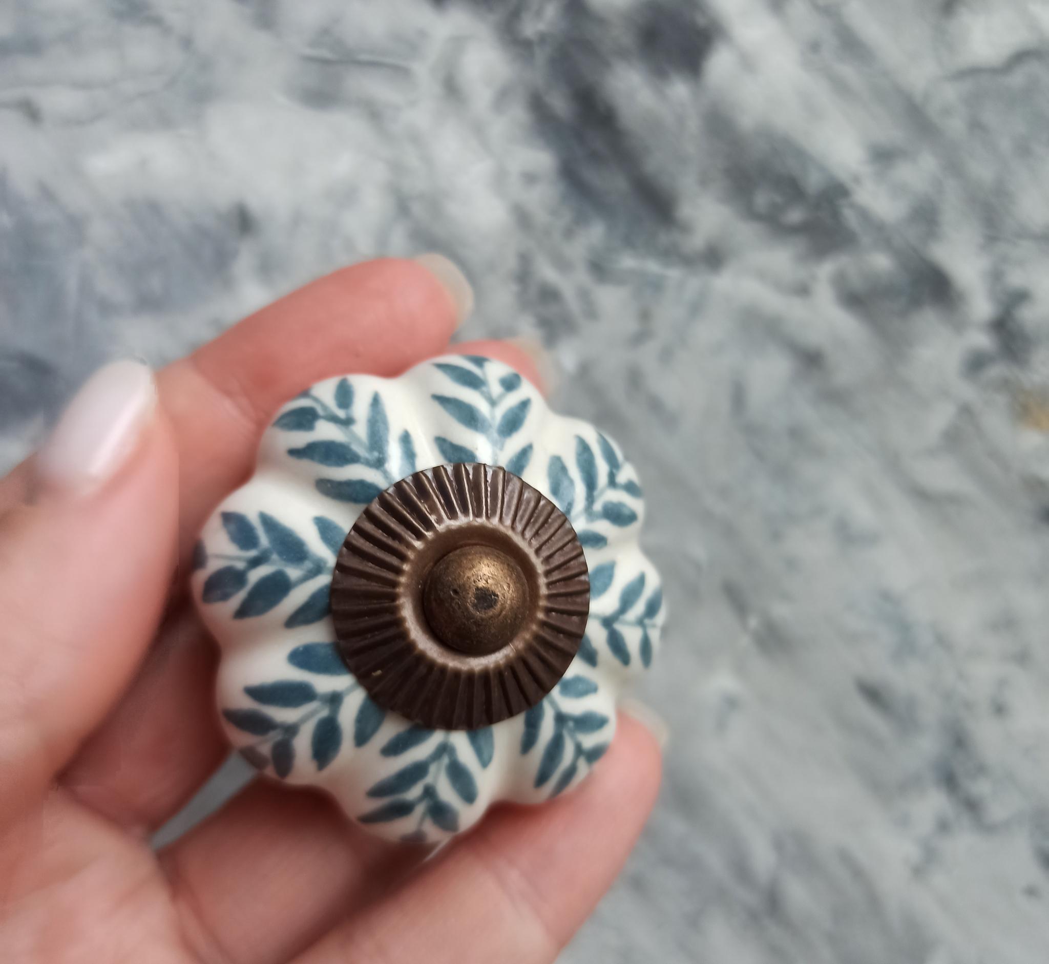 Ручка мебельная керамическая кремовая
