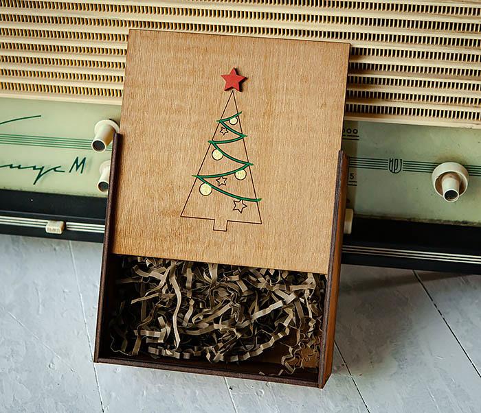 BOX247-2 Подарочная новогодняя коробка со звездой и елкой (17*17*7 см) фото 05