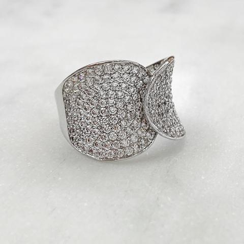 Кольцо с нахлестным цирконовым пале