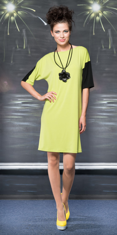 Платье З780-205 - Свободное трикотажное платье с контрастной отделкой по рукавам. Платье подойдет для обладательниц любого типа фигуры и надежно скроет недостатки. Модель идеально подходит для создания легкого, весеннего образа для офиса.