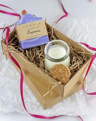 Набор ароматическая свеча Amore и мыло «Сирень» с миндальным маслом, Россия