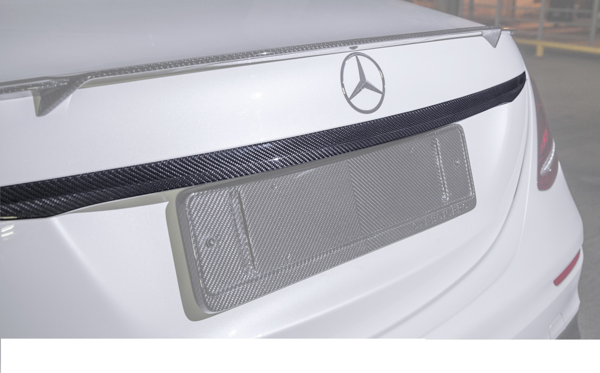 Карбоновый молдинг крышки багажника для Mercedes E43/53 AMG W213