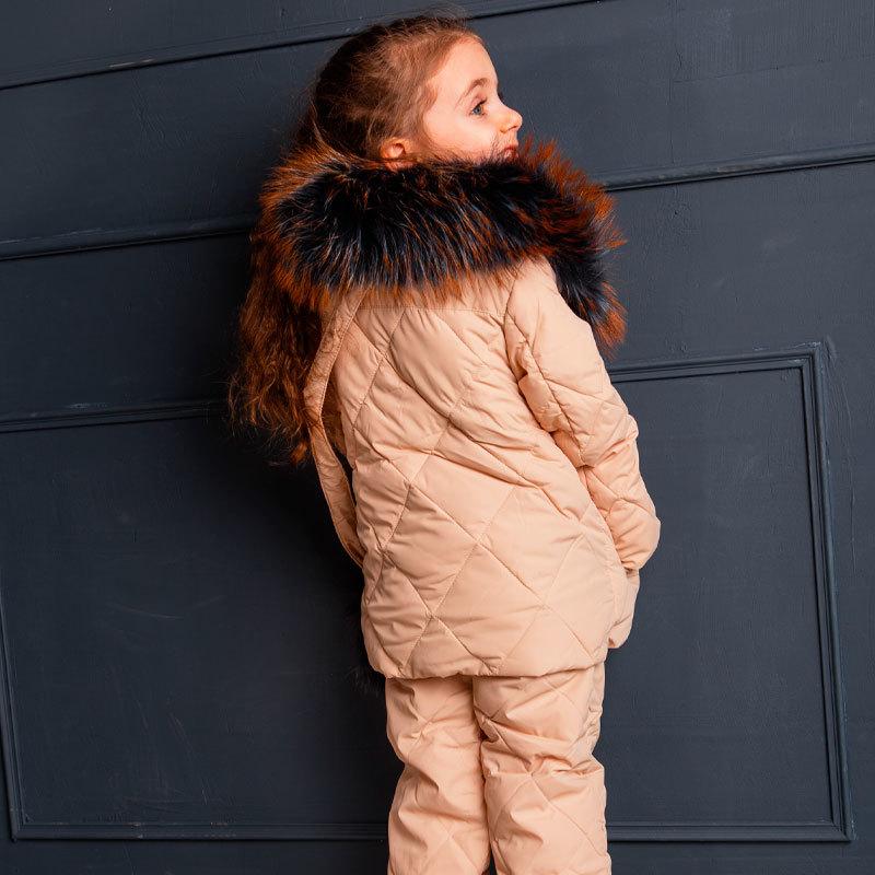 Дитячий демісезонний костюм бежевого кольору з натуральної опушкою