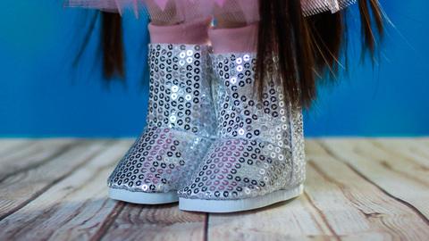 Взуття для ляльки. Чобітки сріблясті високі з паєтками.