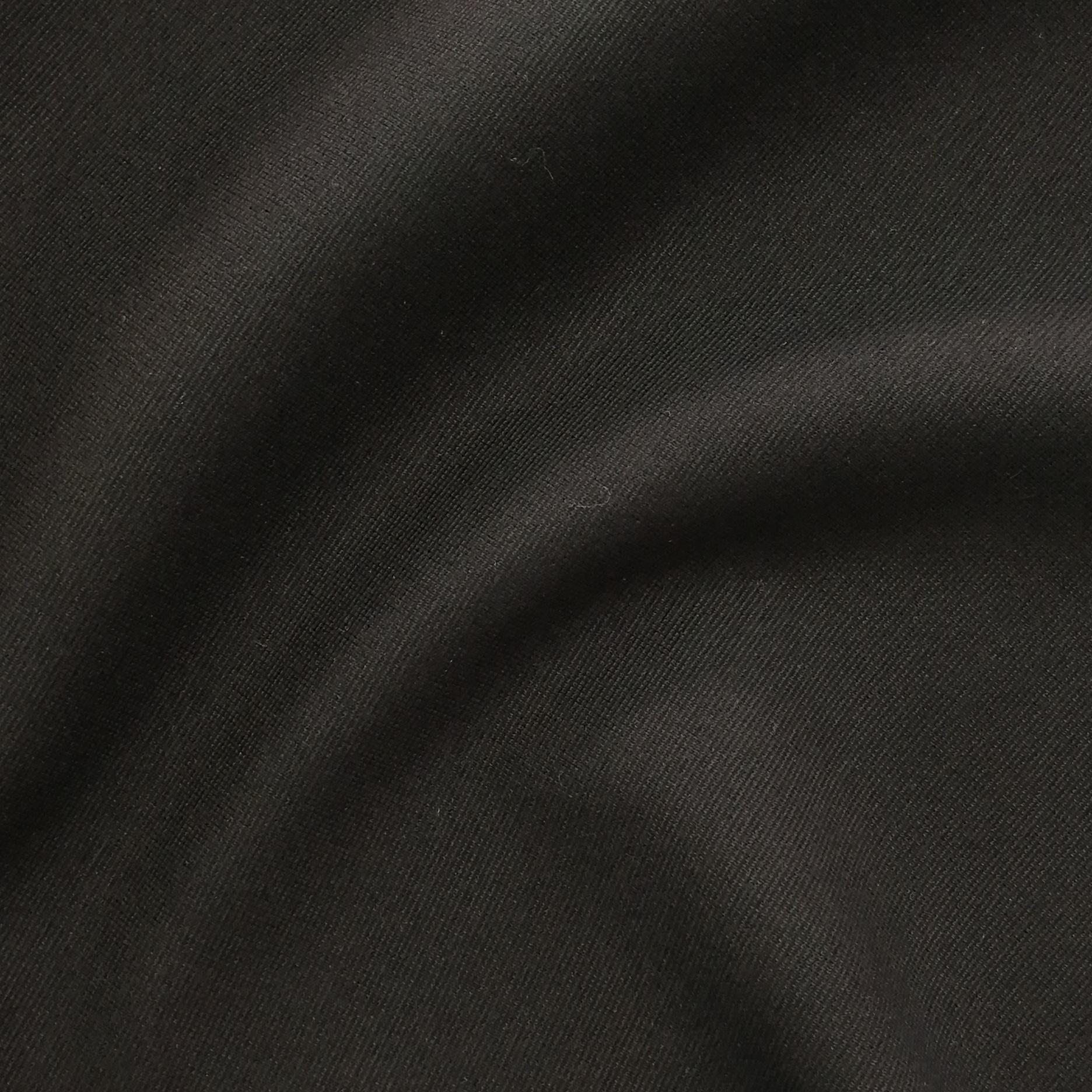 Зернистое вискозное стретч-джерси черного цвета