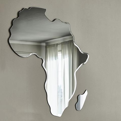 Зеркало Africa, Италия
