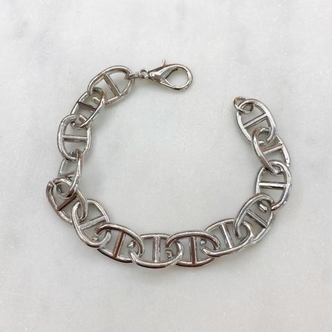 Браслет-цепь с звеньями в форме пряжек (серебристый)