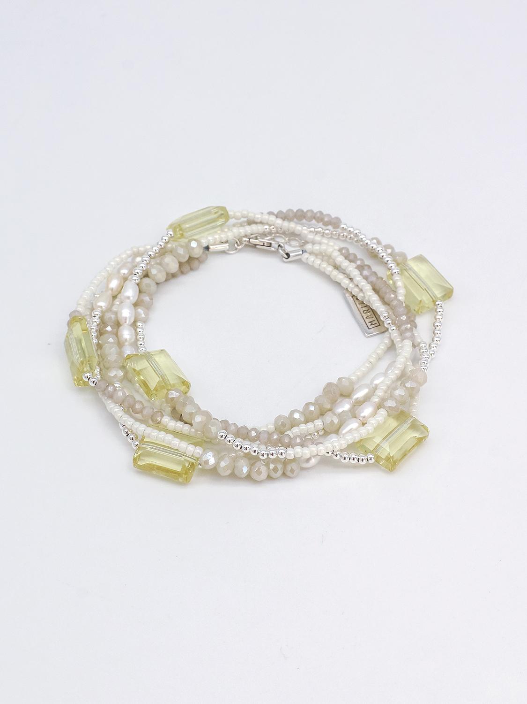 Многослойный браслет из серого, желтого хрусталя, жемчуга, молочного бисера и серебра  оптом и в розницу