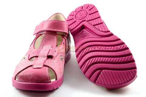 Босоножки Тотто из натуральной кожи с закрытым носом для девочек, цвет розовый. Изображение 8 из 12.