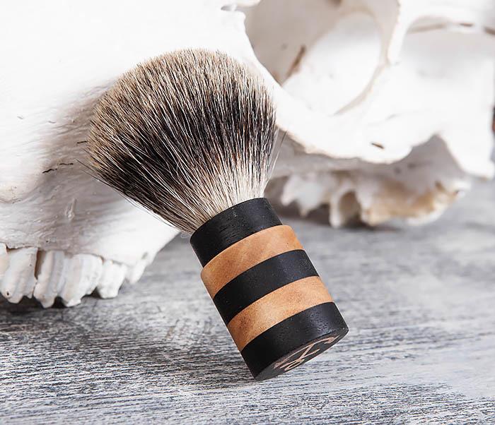 RAZ381 Помазок из барсучего волоса с деревянной рукояткой