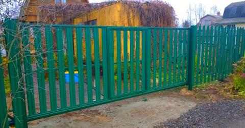 Ворота из штакетника металлического с калиткой