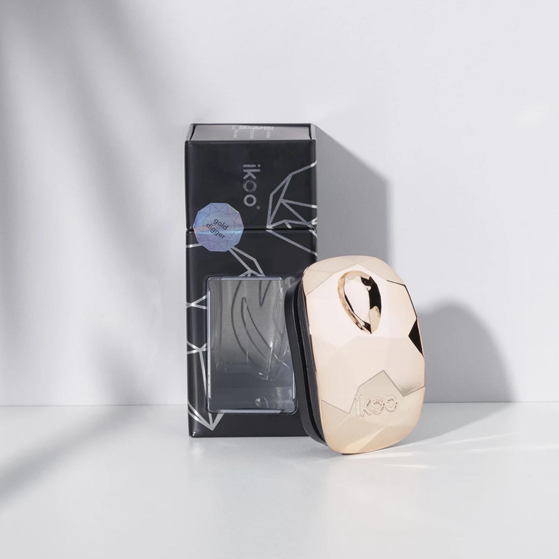 ikoo pocket - black - gold digger |  расческа-детанглер для сумочки