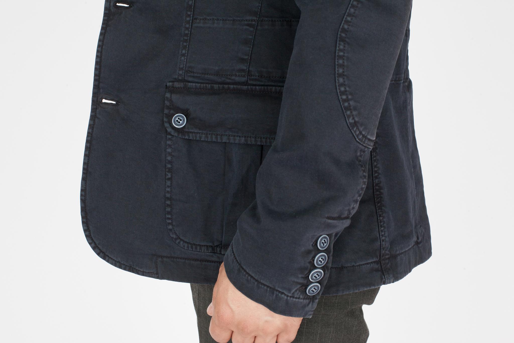 Тёмно-синяя лёгкая короткая хлопковая куртка, накладной карман