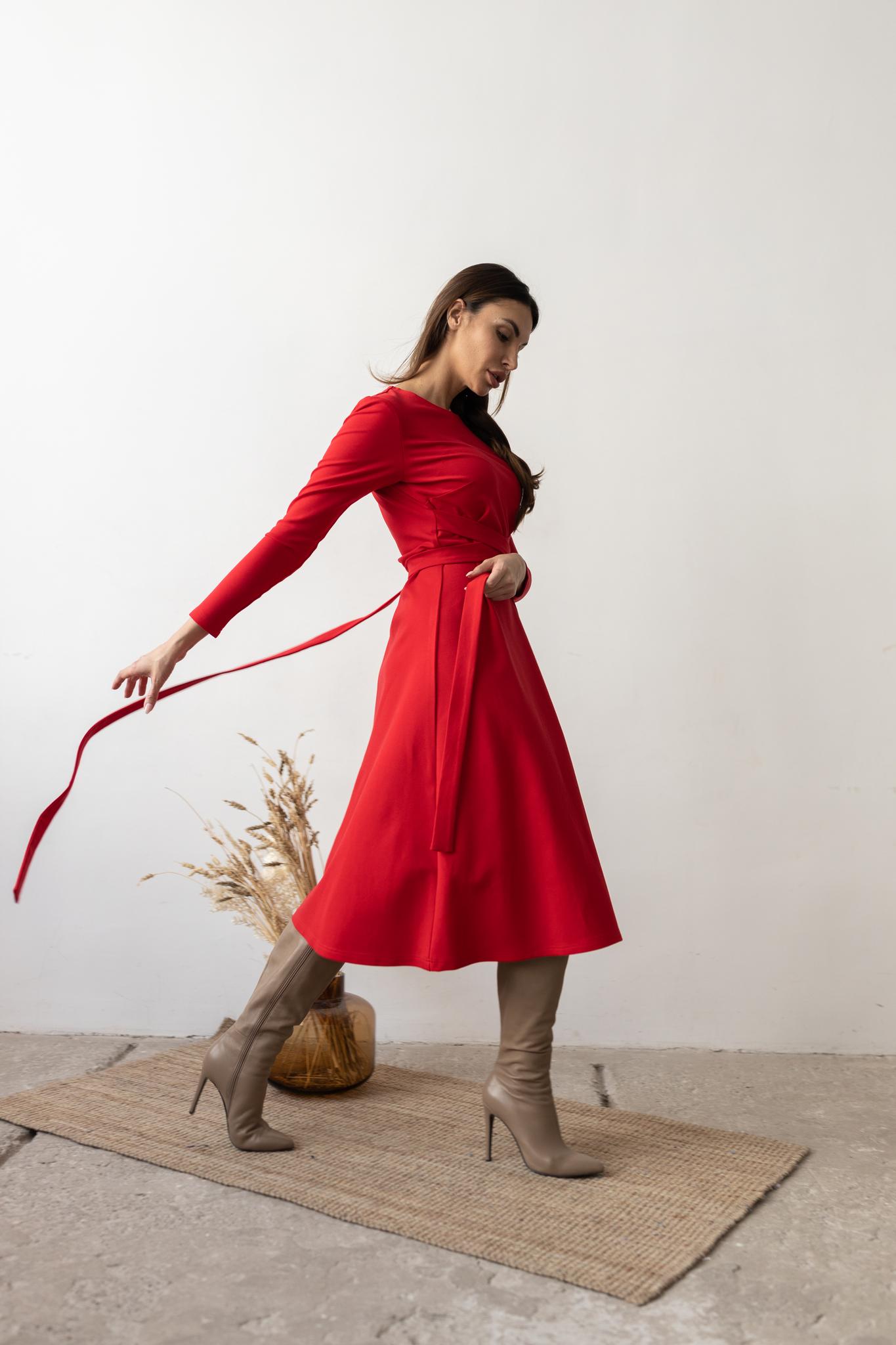 Платье А-силуэта с фантизийным поясом