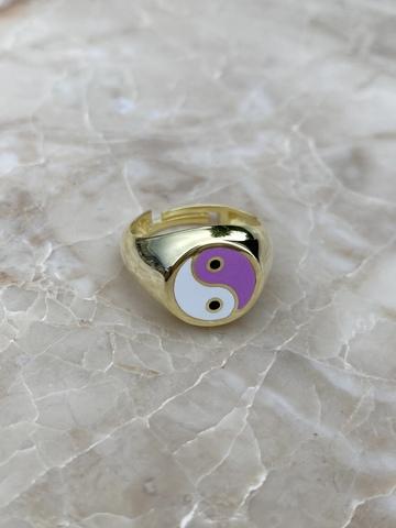 Кольцо Инь и Янь из серебра, белая и фиолетовая эмаль