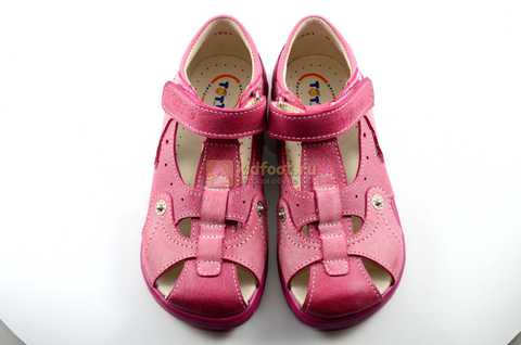 Босоножки Тотто из натуральной кожи с закрытым носом для девочек, цвет розовый. Изображение 9 из 12.