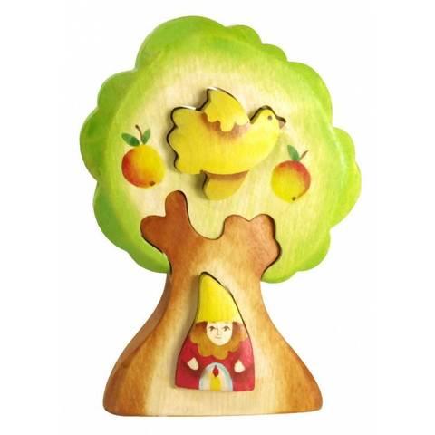Гном в дереве