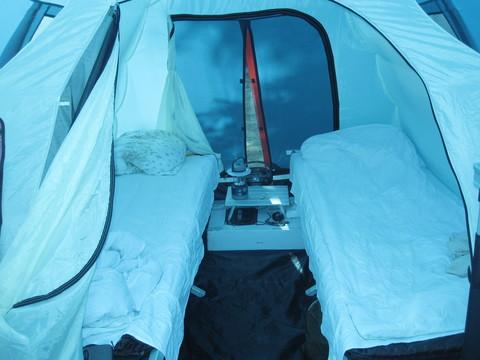 Палатка Canadian Camper GRAND CANYON 4, цвет royal, пример расстановки мебели в спальне.