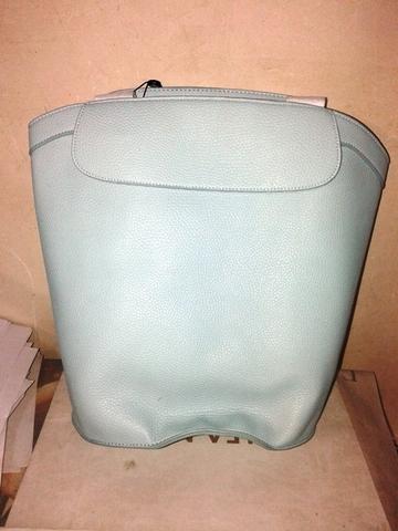 Сумка-рюкзак в голубом цвете с широким дном